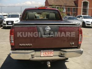 Крышка кузова виниловая трехсекционная, черная для Nissan Navara