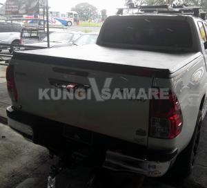 Крышка кузова виниловая трехсекционная, черная для Toyota Hilux Revo